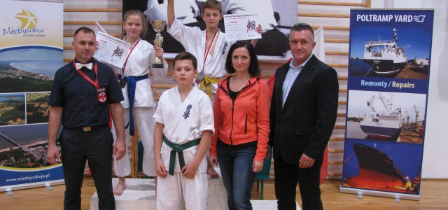 Wicemistrzostwo Polski Juniorów dla Dawida Borka i III miejsce dla Amelii Kierepka w MISTRZOSTW POLSKI JUNIORÓW DO LAT 16 PFKK